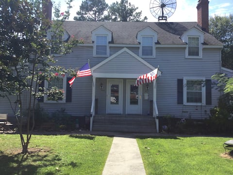 Apartment for 4 close to Ashland, RIR & The Meadow