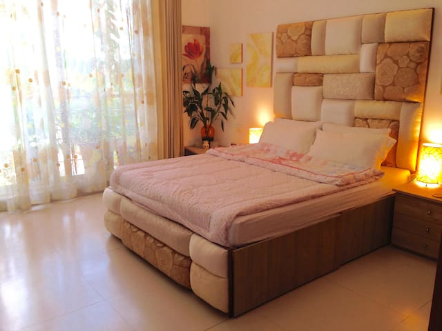 Serene Bedroom, near Eon