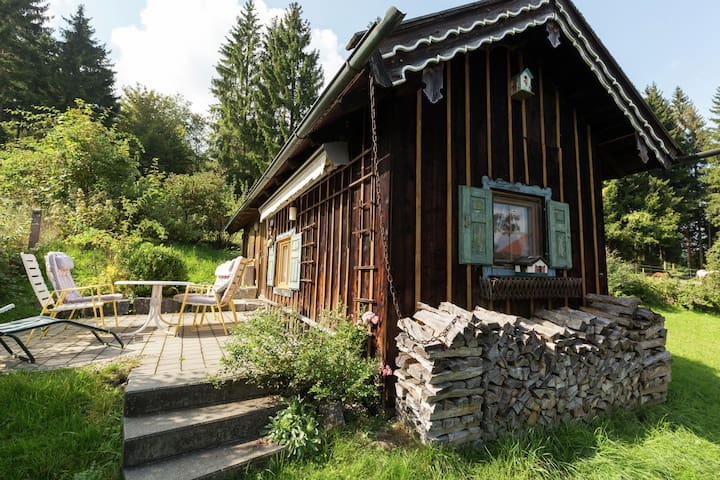 Cosy and rustic wooden house in the Alpine foothills, between Garmisch and Munich