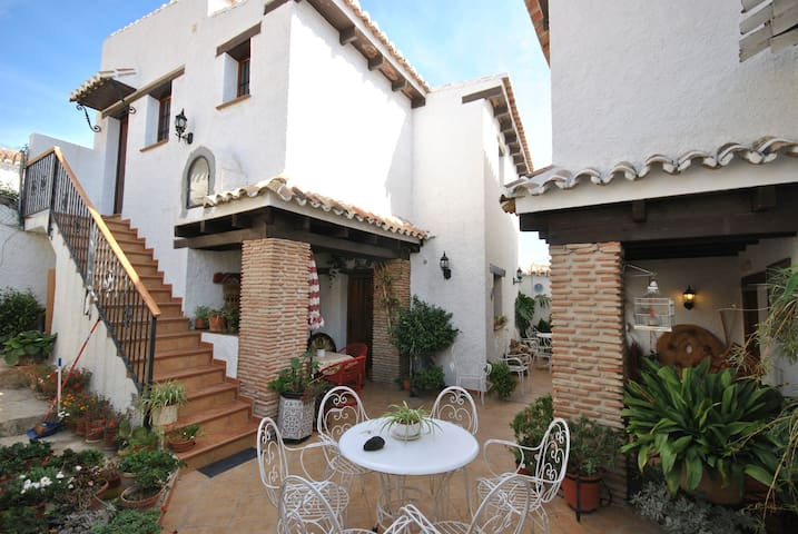 Apartment for 2 persons in Andalusian farmhouse with swimming pool