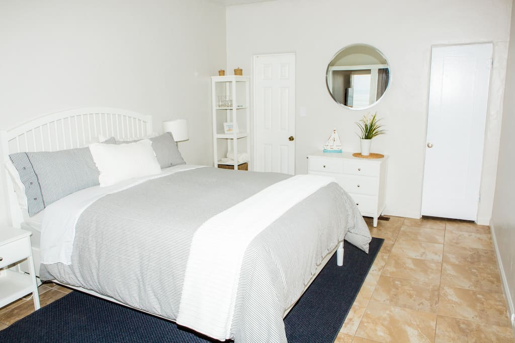 Perfect couples retreat with a queen size bed