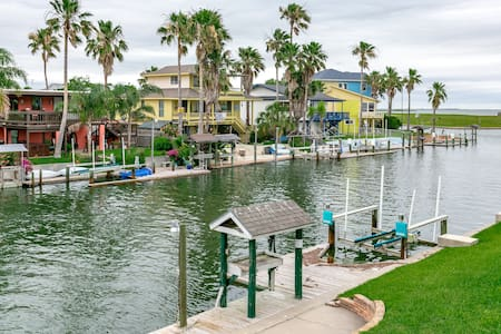 Remodeled Waterfront in Rockport - City-by-the Sea