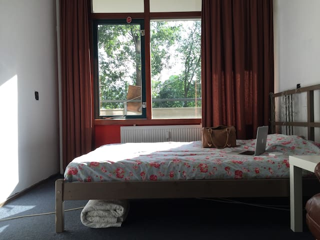 Nice room in apartment 10 min. from AMS - Duivendrecht - Townhouse