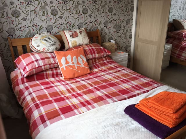 Clean & Comfortable Double Room With TV & Kettle