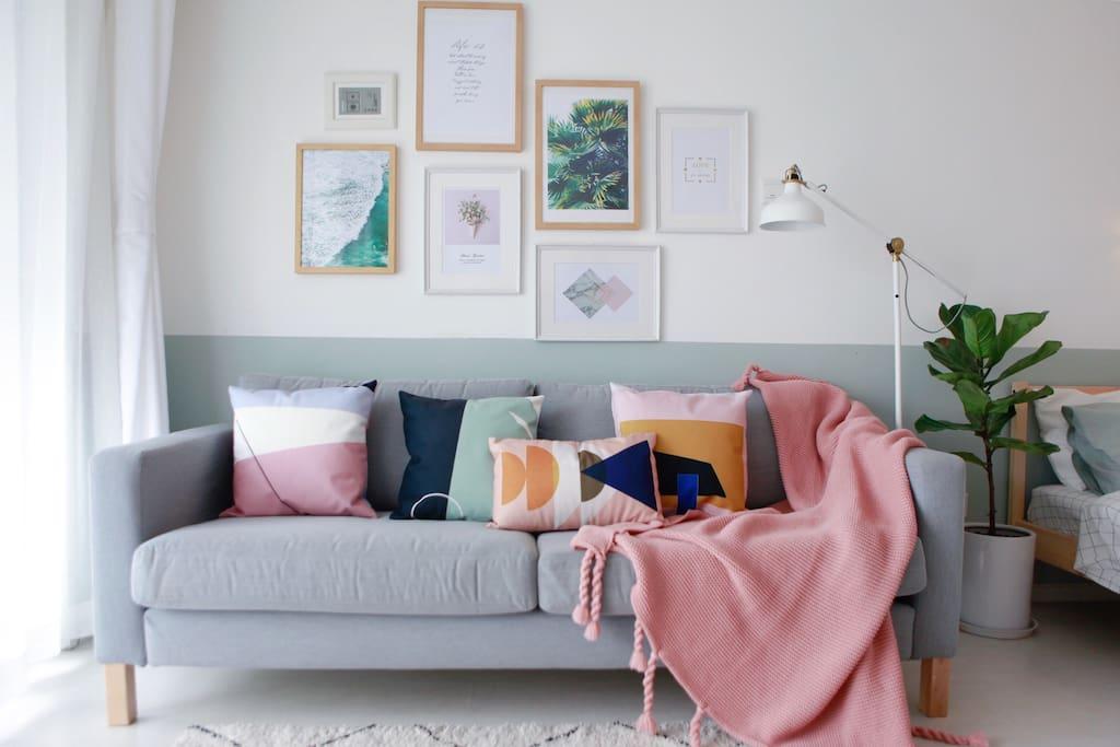 客厅 宽敞明亮的客厅配备全新家具家电