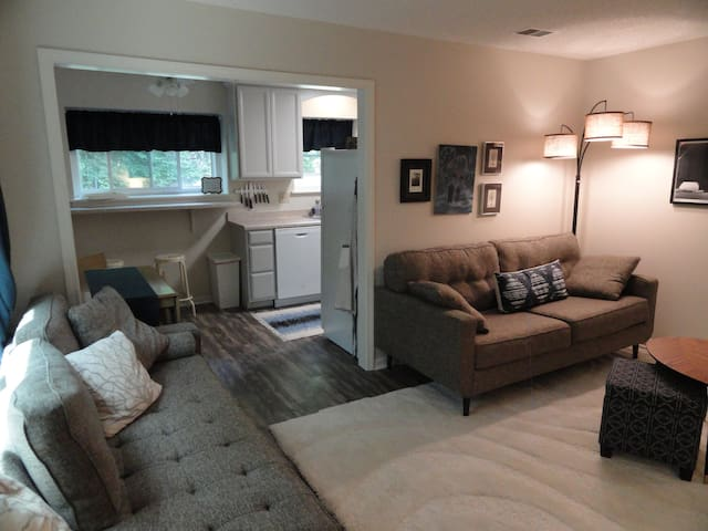 Into the Woods: Modern KC Flat 2 Bed/2 Bath