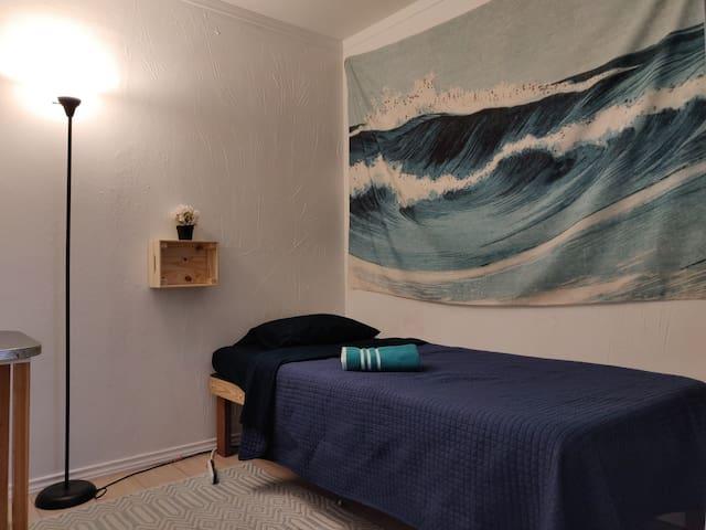 R#3   Super Cozy Room Near Bishop Arts
