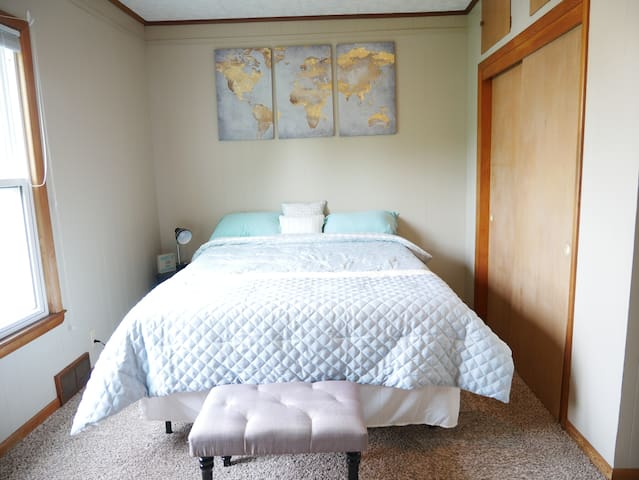 Comfortable Apartment close to UWO/Downtown