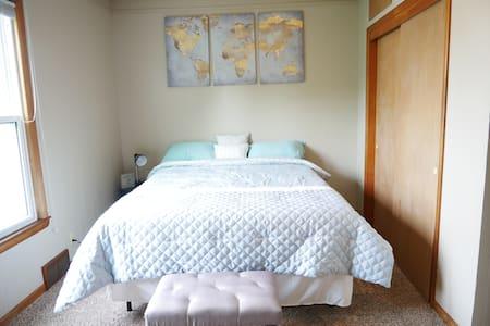 Comfortable Apartment close to UWO/Downtown