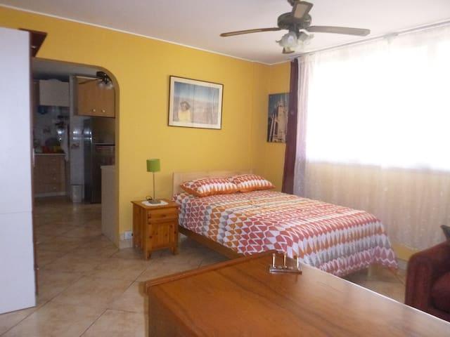 Surco entire 1-bedr apartment, good location! - Surco - Pis