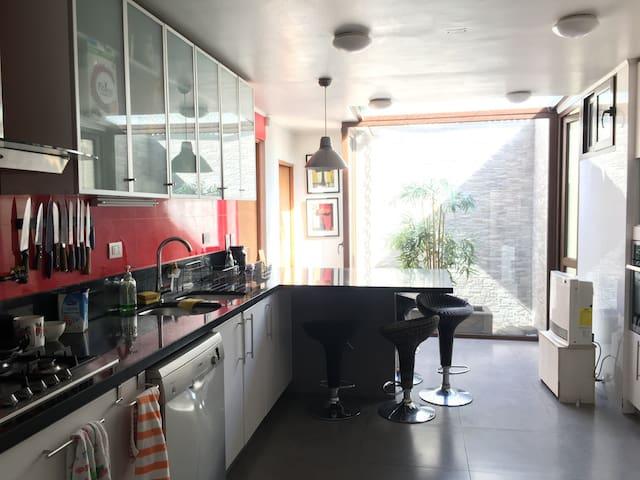 Amplia y linda casa con excelente vista