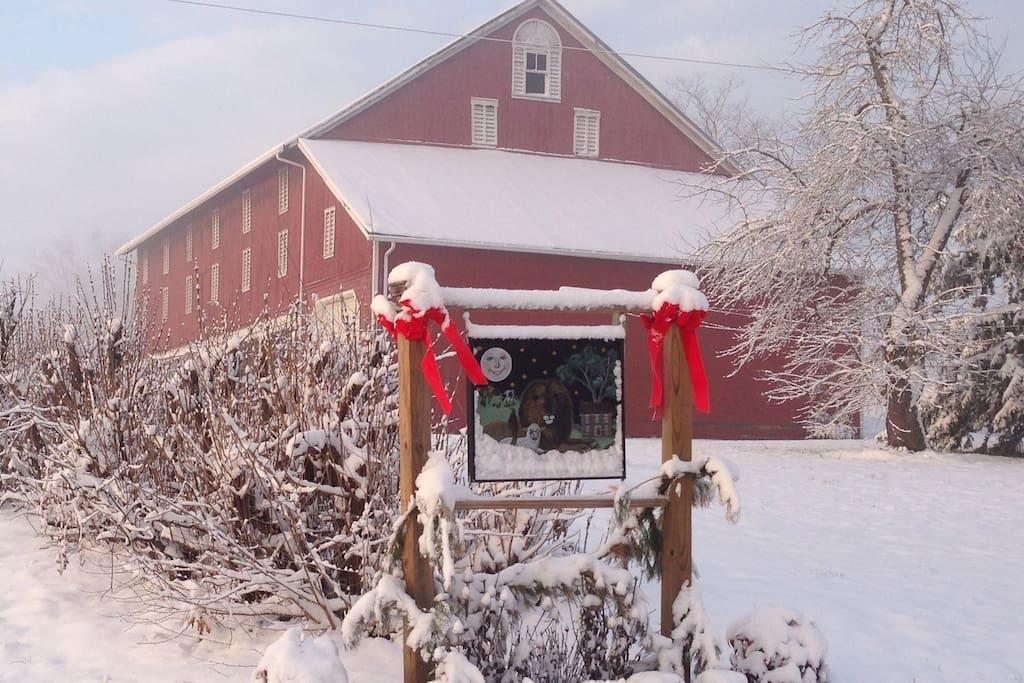 House sign:Peaceable Farm.