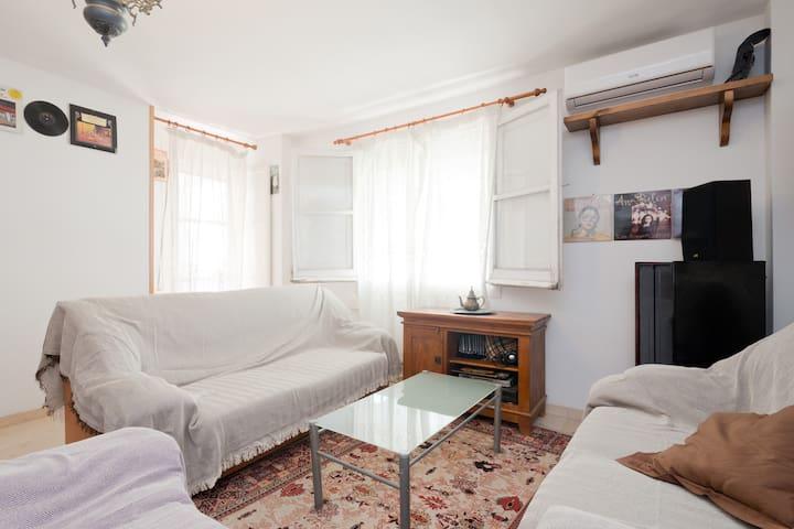 Habitación amplia y tranquila en el Alto Albaycin. - Granada