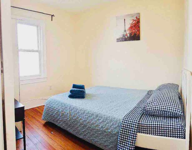 "304 ""2M"" Private room. 5 Min walk to Grove Path"