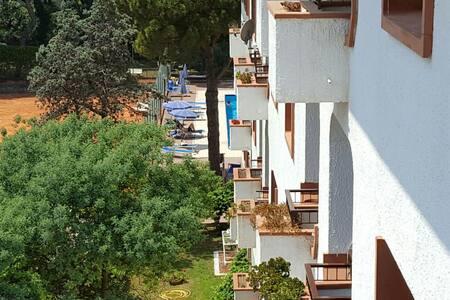 Appartamento in parco con piscina e sul mare - Huoneisto