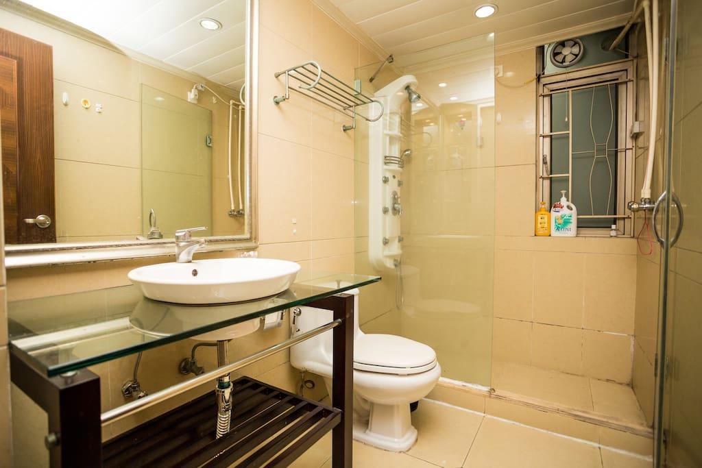 B卫生间Second bathroom