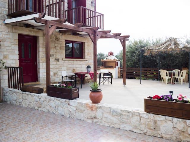 Stone house in Mouzouras - Mouzouras - Casa