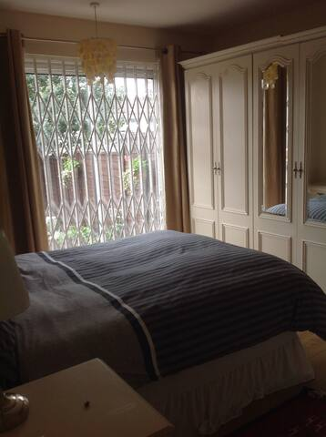 Large, spacious double room Ealing