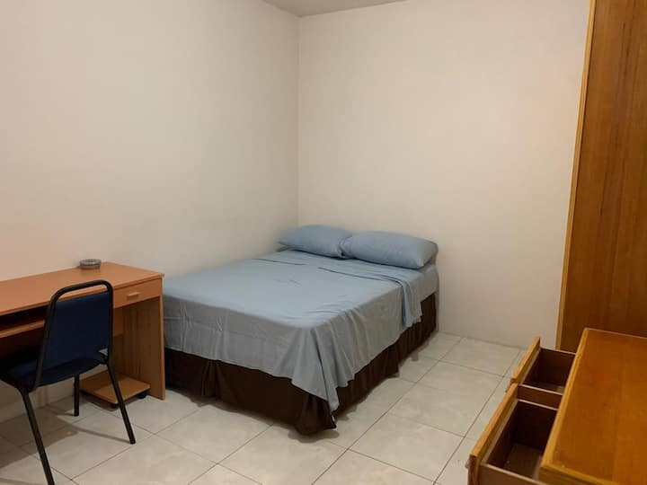 Spacious 2 bedroom Apt - A home away from home