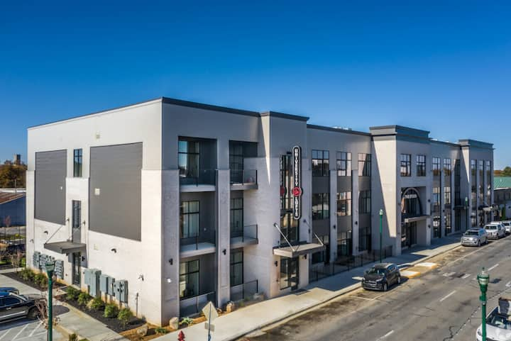 Brand New, Downtown Spot with Gated Parking