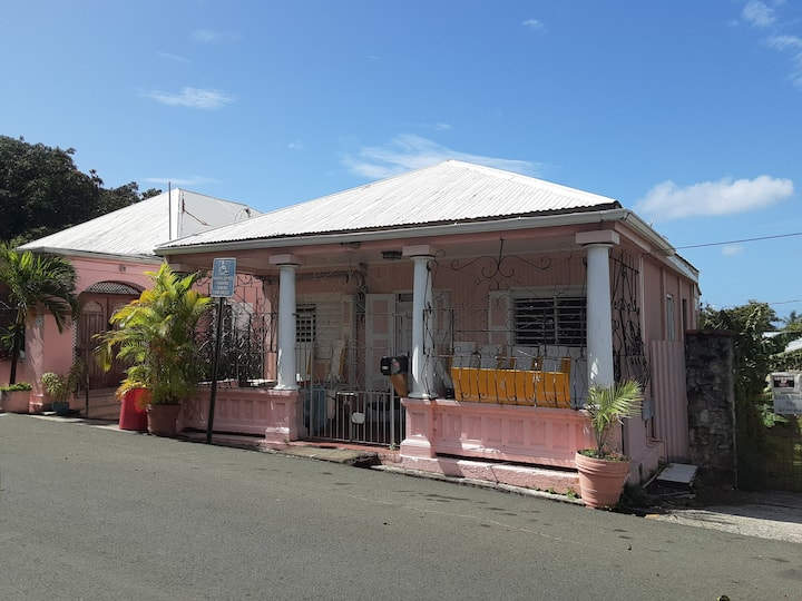Historic Tropical Cottage Near The Beach