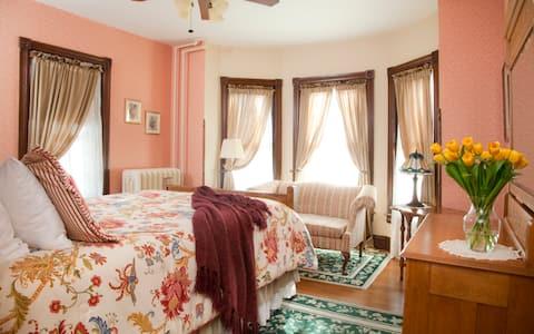 Standard Queen Room in The Brickhouse Inn B&B