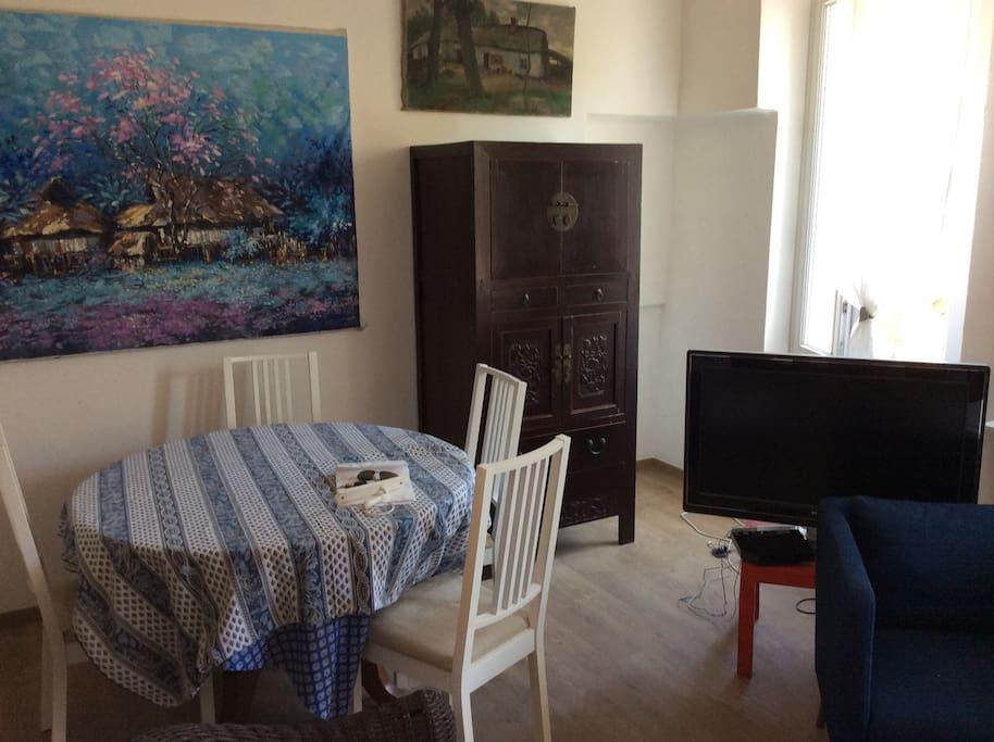 petite maison tout confort maisons louer bormes les mimosas provence alpes c te d 39 azur. Black Bedroom Furniture Sets. Home Design Ideas
