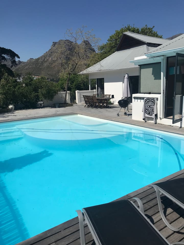 Pool & entertainment area for lazy days of chilling!
