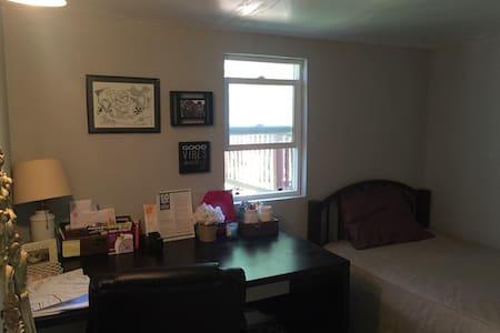 Cute Small Guest Room in Fairview - 海沃德(Hayward)