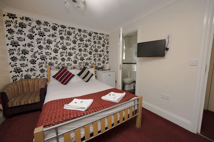 Cosy En-Suite ideally located in West London - 28