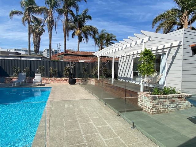 New Claremont Studio - An urban-oasis with pool !