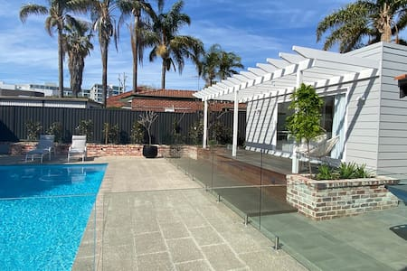 New Claremont Studio - An Urban Oasis with pool!!