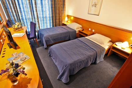 Hotel Kačar single room - Maribor - Bed & Breakfast