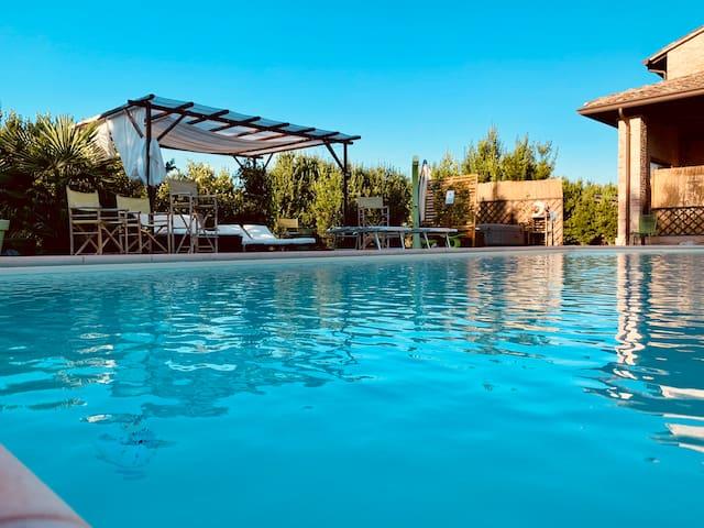 Dependance per due persone con giardino e piscina