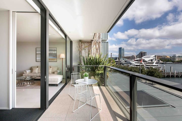 Waterfront Darling Harbour luxury apartment
