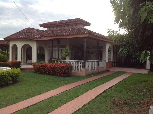casa campestre con piscina en la dorada caldas