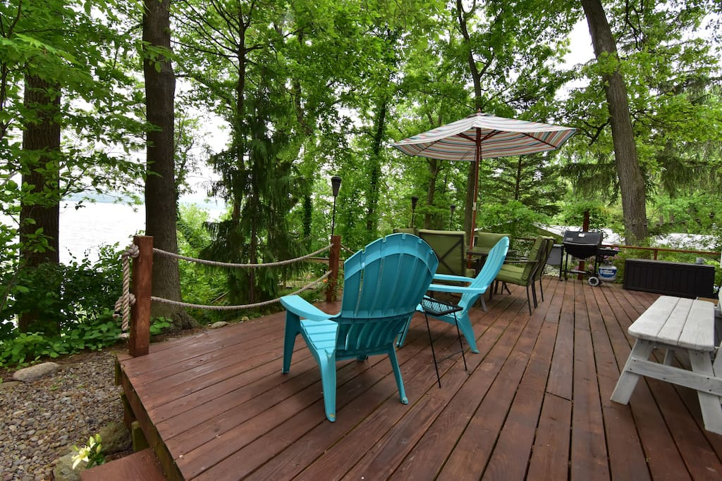 The deck with an arial view of the lake and incredible breezes.