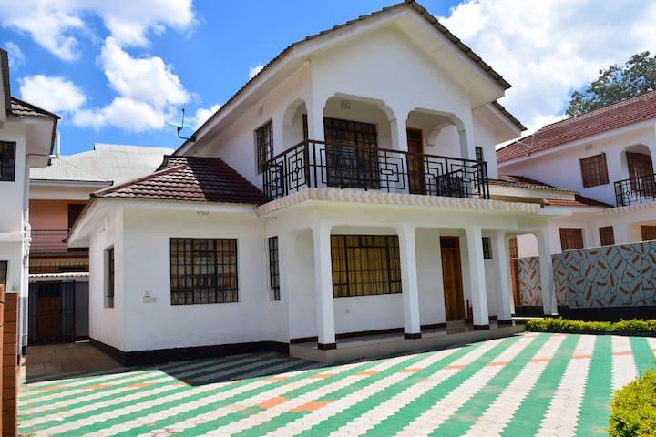 Mount Meru  Luxury house : The Perfect Getaway !!!