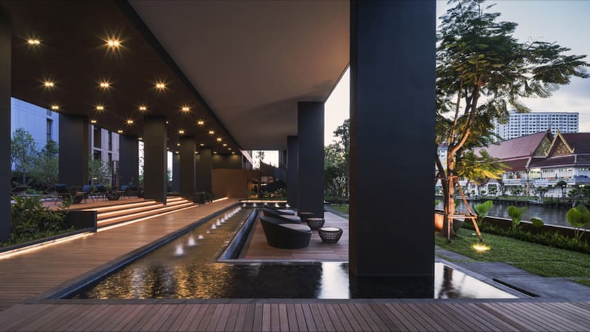 2BR luxury resort condo by BTS, free airport pickp - Bangkok - Condominio