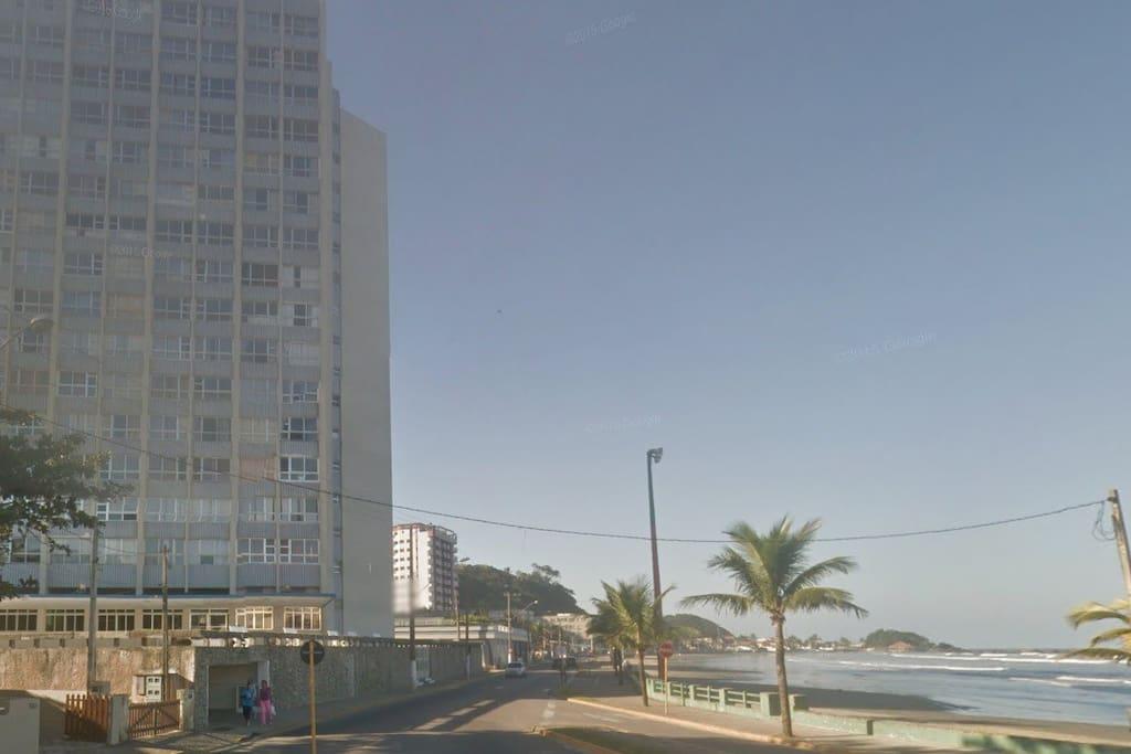 Prédio de frente para a Praia do Sonho.