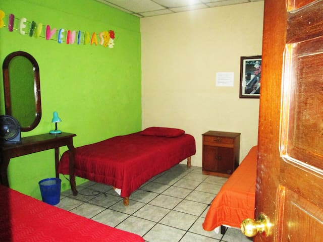Welcome Home! ¡Bienvenido a Casa! - Antigua Guatemala - Casa