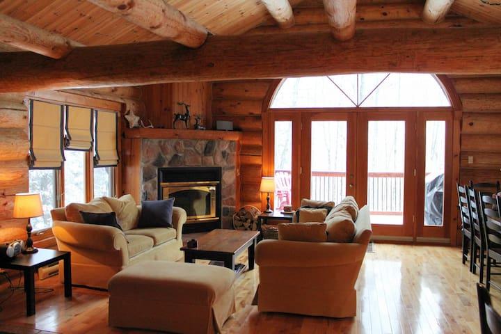VILLA MERCIER ★ Private Log Home Retreat ★ WIFI - Mont-Tremblant - House