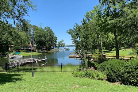 Enjoy a lakeside getaway on Lake Murray, Chapin SC