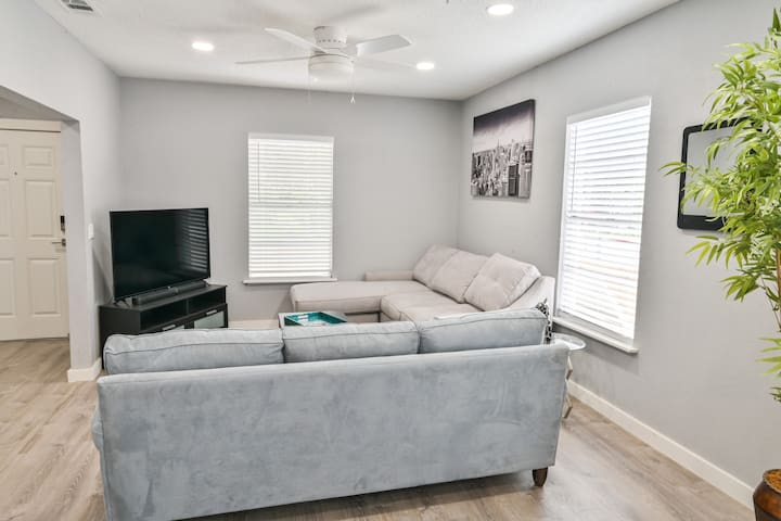 Modern Bungalow Ybor|Armature|Downtown|Channelside