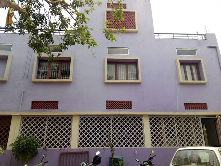 Leferro Hostel (Yoga Friendly)