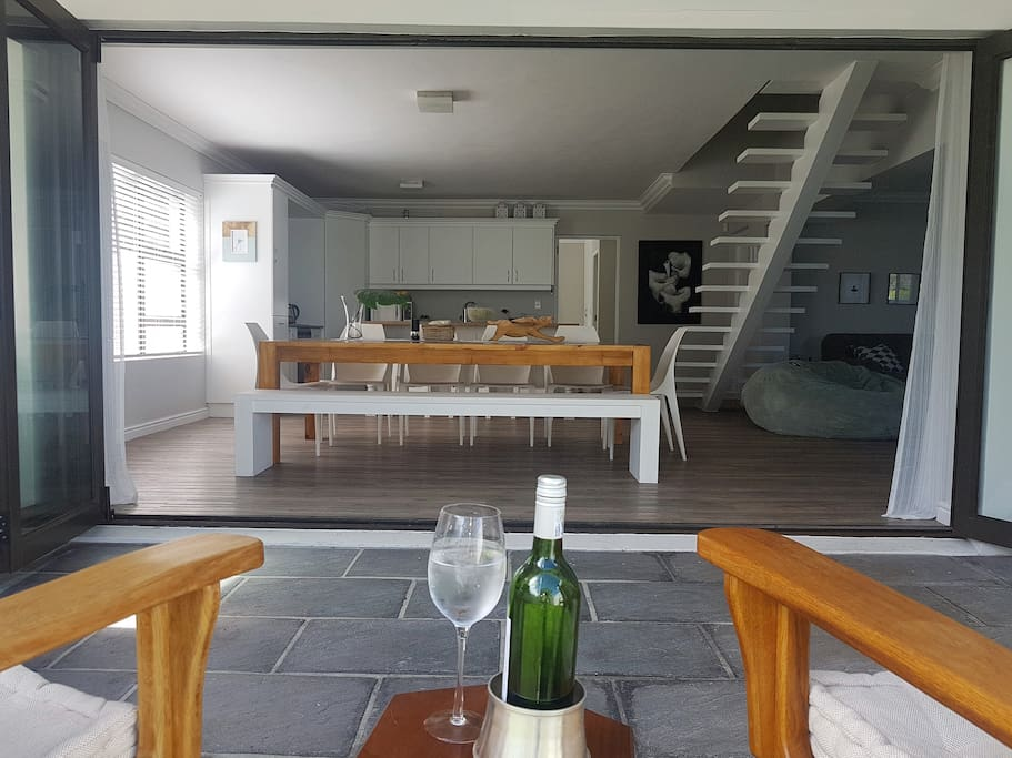Sonita April 2018-We thoroughly enjoyed staying at Vanessa's beautiful holiday home. It is exactly as described on the listing, no nasty surprises! What impressed us most is the abundance of light and the open flow between the kitchen, lounge, dining and braai area. Perfect for family time together. We knew it didn't have a sea view, so did not expect to hear the ocean at night, but we did! The beach is a brisk 10 - 15 minute walk away, just enough for your morning exercise and to explore the area. The quaint little coffee shop about 250m from the house is perfect if you don't feel like making breakfast