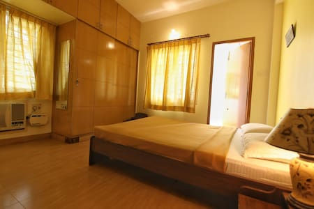 Long stay private room Nandanam, Alwarpet, T Nagar
