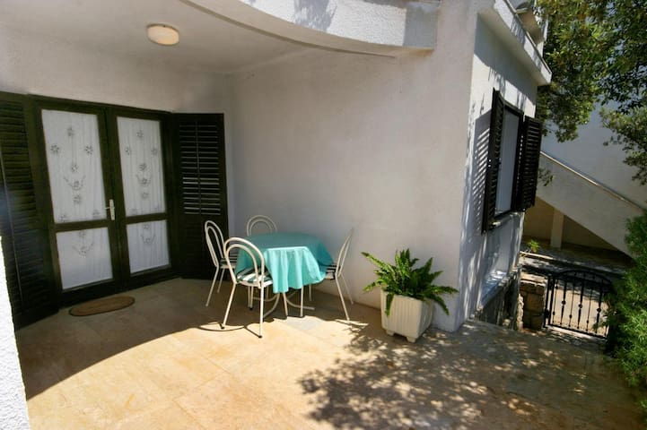 One bedroom apartment with terrace Mandre (Pag) (A-522-d)