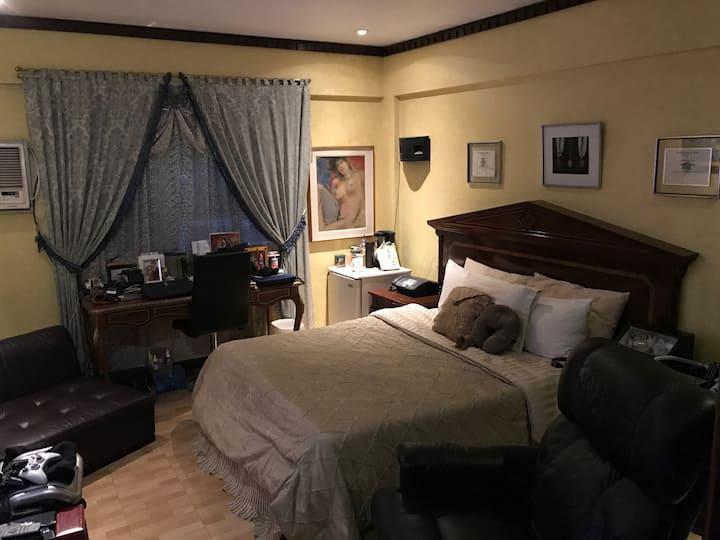 Cozy Bedroom With 5 Star Amenities