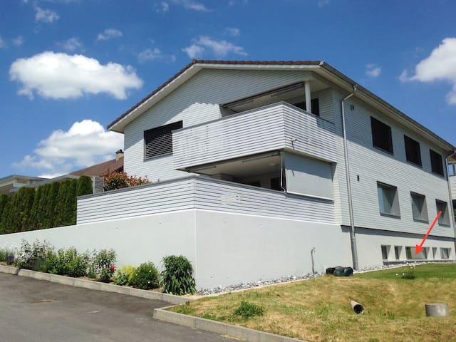 in diesem Haus befindet sich die 2 Zi Wohnung